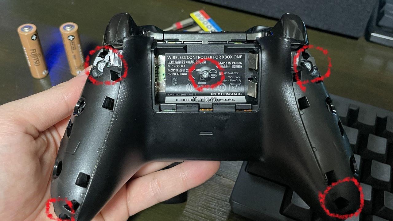 Xboxワイヤレスコントローラー ネジの位置